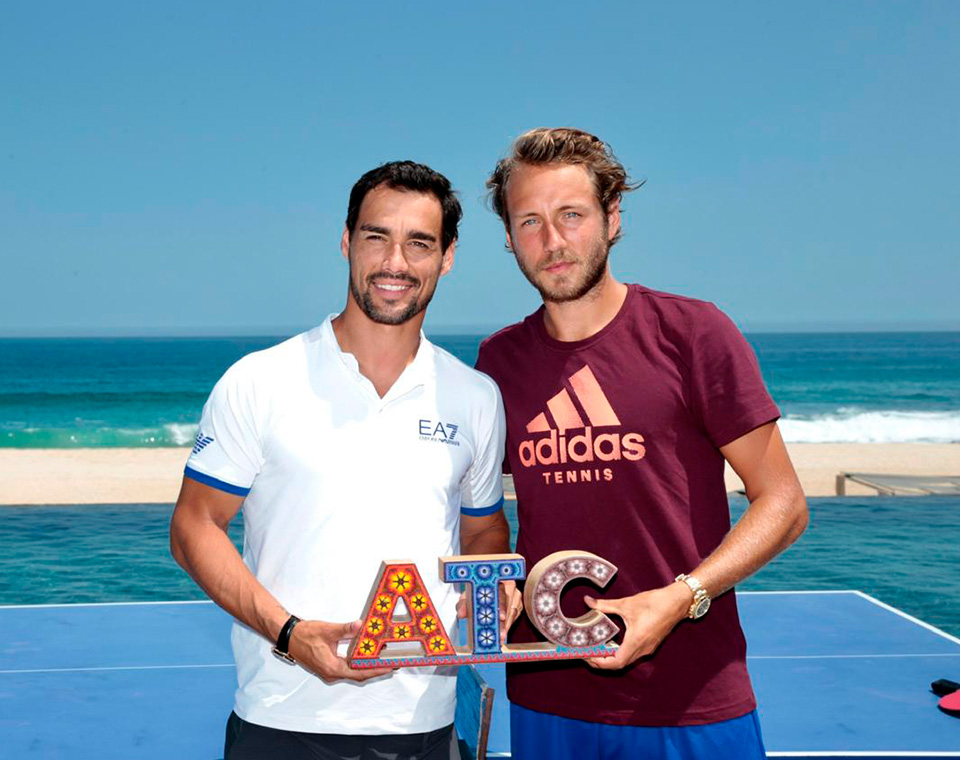 Fognini and Pouille played ping pong at the beach